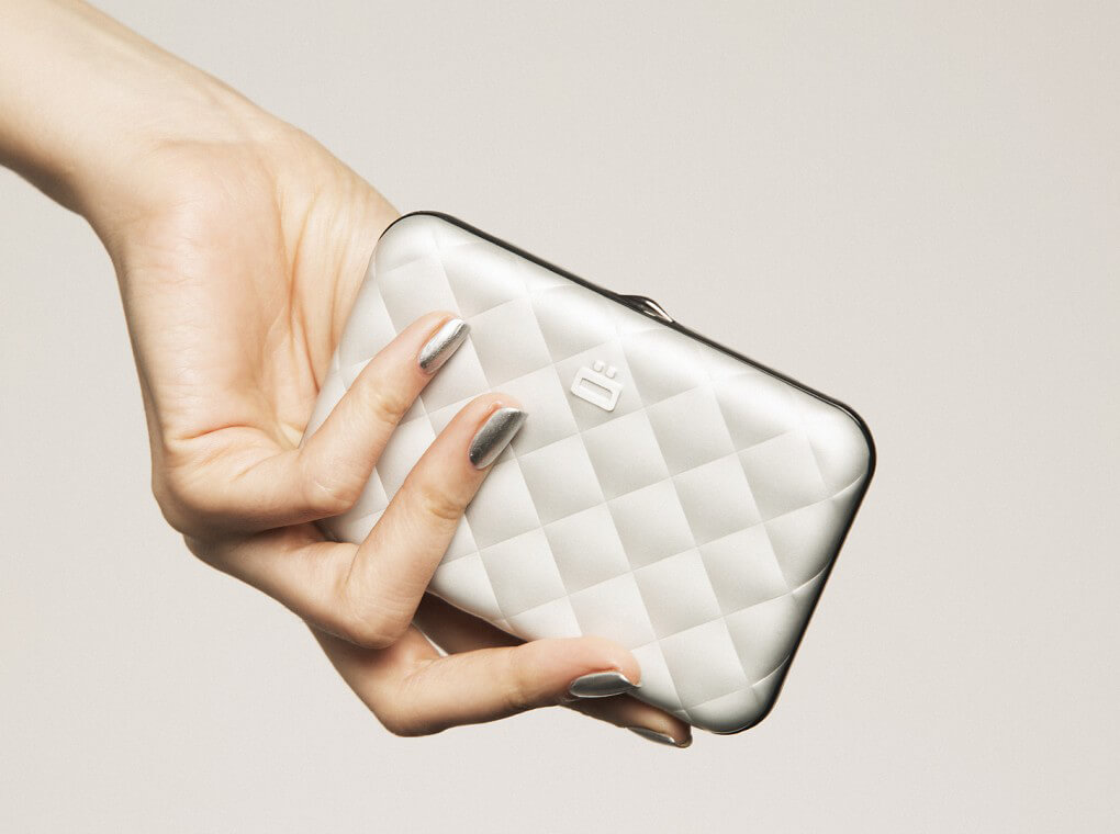 Quilted Button Card Case / Silver