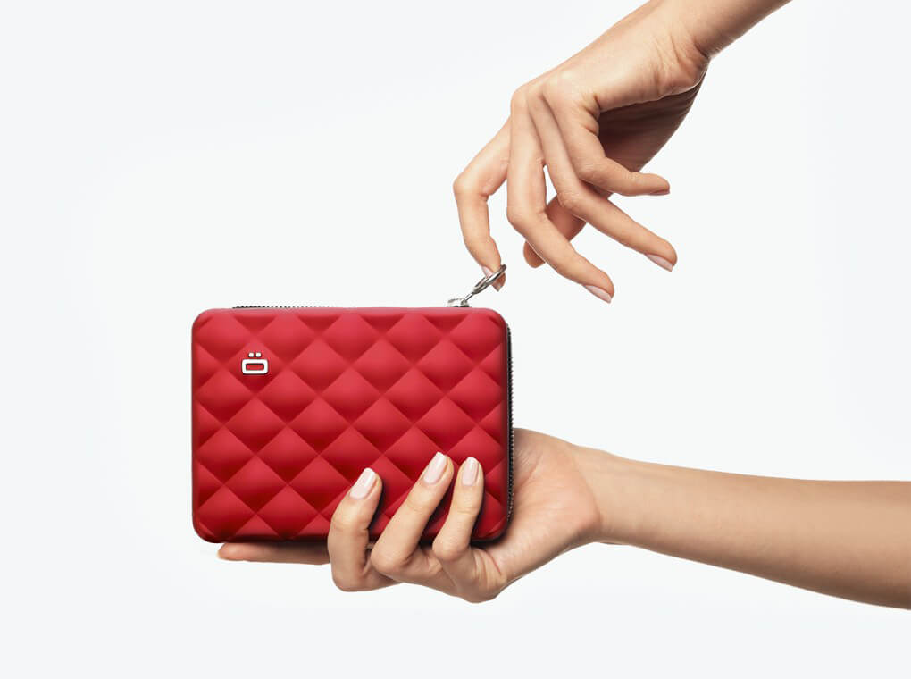 Quilted Passport Wallet / Red