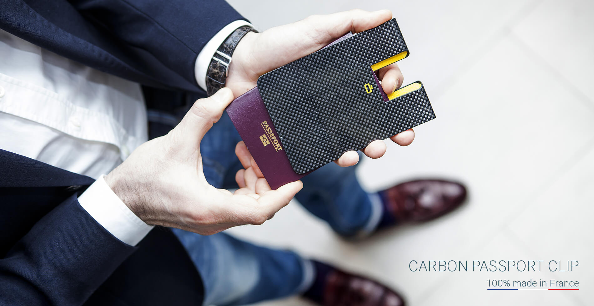 Ögon Designs - <strong>CARBON PASSPORT CLIP</strong>